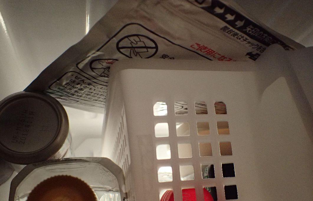 冷蔵庫の中で保管している湿布薬モーラステープ
